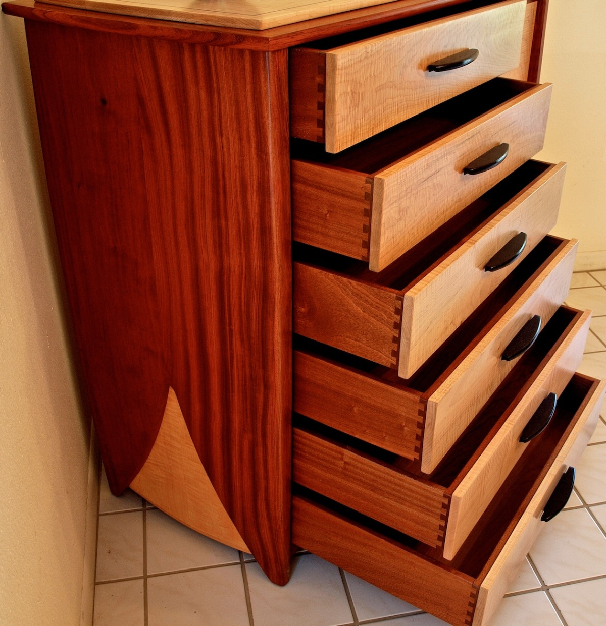 dovetailed drawer details